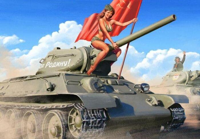 сексуальная картинка на День танкиста с девушками