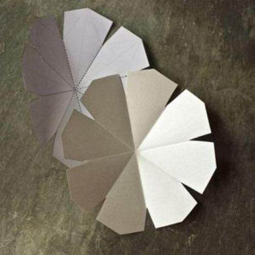 модульное оригами из белой бумаги снежинка